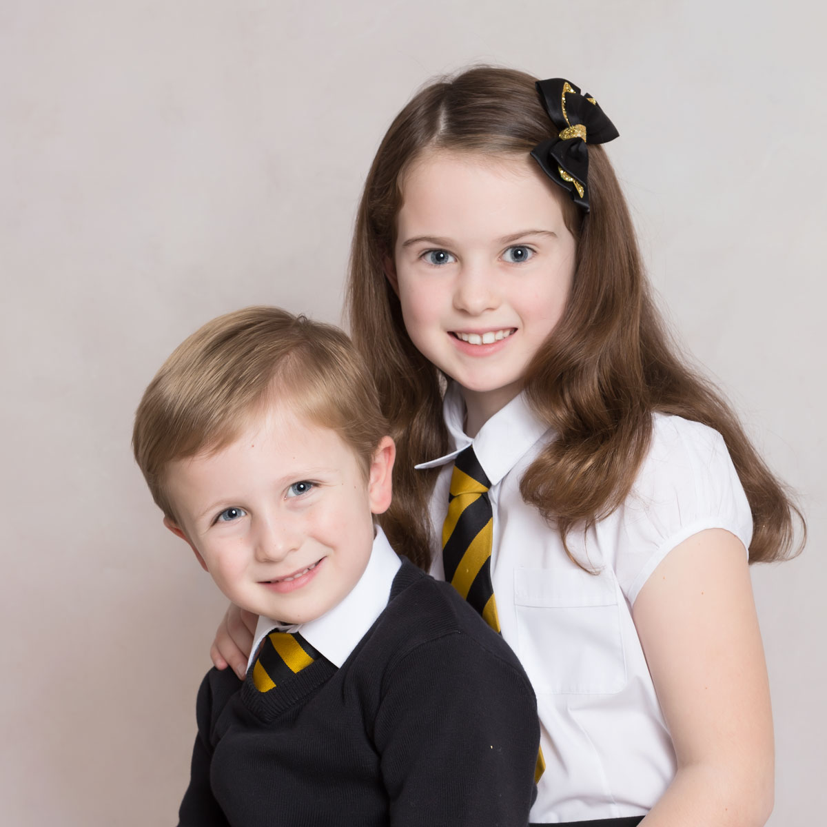 sibling primary school photo life in focus portraits school nursery photographer rhu helensburgh
