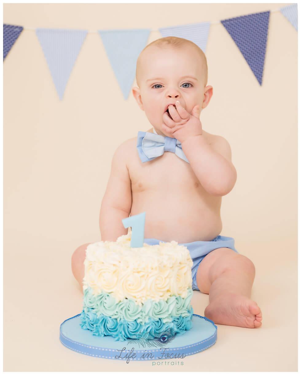 baby boy eating cake caskesmash photos Life in Focus Portraits Cake Smash photoshoots Rhu Garelochhead Arrochar