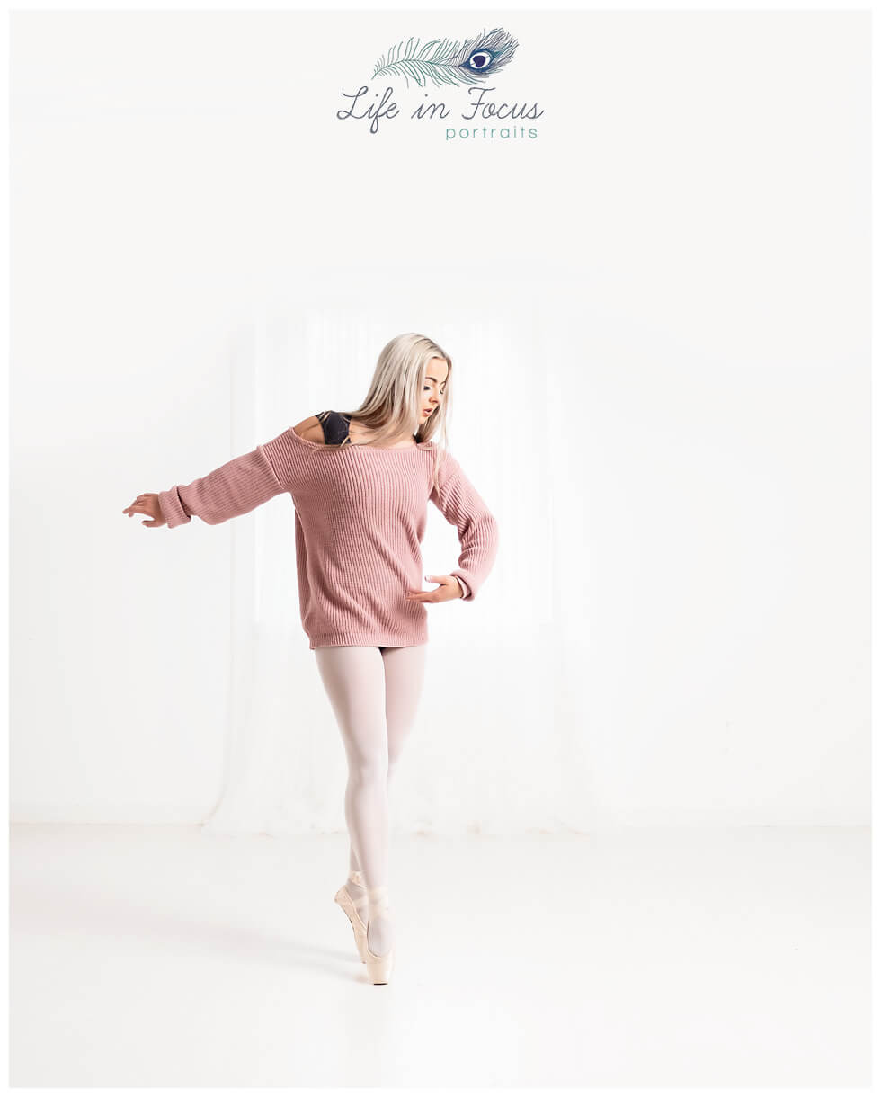 ballet dancer en pointe studio session Life in Focus Portraits dance photography Helensburgh Argyll and Bute