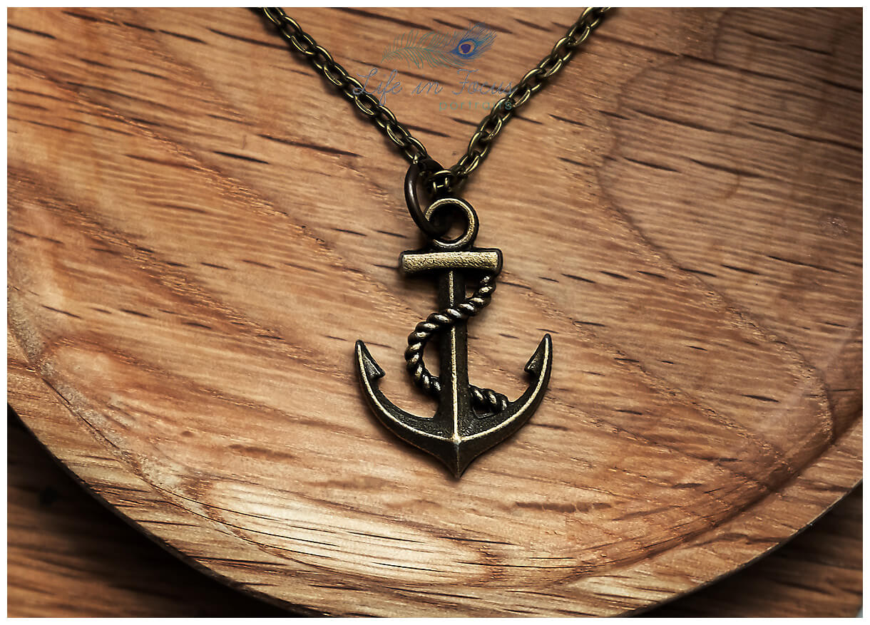 product photo of anchor neaclace on natural wood background Life in Focus Portraits commerical product photography for ecommerce Helensburgh