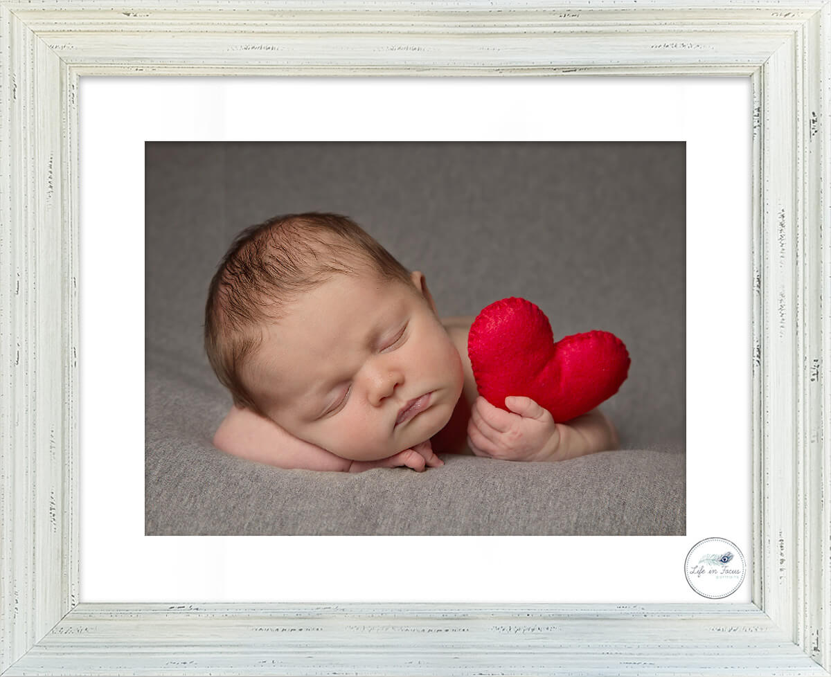 valentines day theme newborn photo of baby holding heart Life in Focus Portraits newbonr baby photoshoots Rhu Helensburgh Balloch
